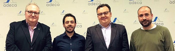 Fran Casamayor y Alfonso Moratalla junto al presidente de Adeca, Santos Prieto.