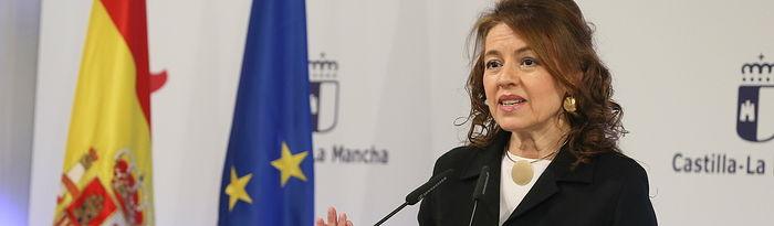 La consejera de Bienestar Social, Aurelia Sánchez, ha ofrecido una rueda de prensa para informar de los acuerdos del Consejo de Gobierno relacionados con su departamento, en el Palacio de Fuensalida. (Fotos: Ignacio López//JCCM)