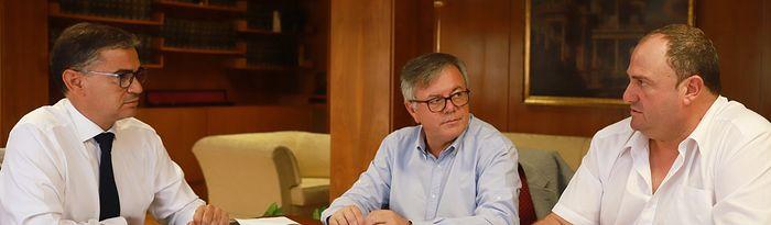 El delegado del Gobierno en Castilla-La Mancha, Manuel González Ramos, ha mantenido una reunión con el alcalde de Hellín, Ramón García