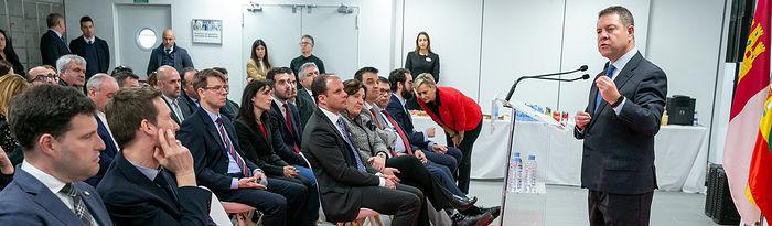 El presidente de Castilla-La Mancha, Emiliano García-Page, inaugura la nueva planta de la multinacional Bell Group. (Fotos: A. Pérez Herrera // JCCM).