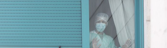 Una trabajadora del personal sanitario protegida con mascarilla. Foto: Europa Press 2020