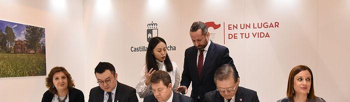 El presidente de Castilla-La Mancha, Emiliano García-Page, inaugura, en el pabellón 7 de IFEMA, el stand institucional de Castilla-La Mancha en la XXXIX edición de la Feria Internacional de Turismo (FITUR). (Fotos: José Ramón Márquez // JCCM)