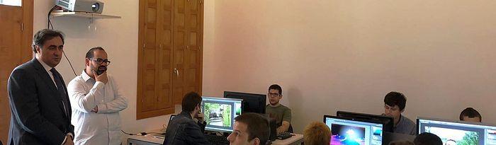 El alcalde visita a los alumnos del curso 'Especialista en Realización y Producción Audivisual'