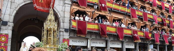 El presidente en funciones de Castilla-La Mancha, Emiliano García-Page, asiste, en la Catedral de Toledo, a la misa con motivo del Corpus Christi y participa en la tradicional procesión de esta festividad en la capital castellano-manchega. (Fotos: José Ramón Márquez // JCCM)