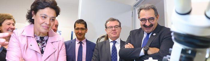 Ciudad Real, 17 de octubre de 2019.- El consejero de Sanidad, Jesús Fernández Sanz, visita las nuevas instalaciones de la Facultad de Medicina de Ciudad Real. (Foto: José Manuel Álvarez // SESCAM).