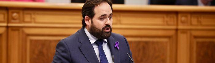 El presidente del PP-CLM, Paco Núñez, durante su intervención en el Pleno de las Cortes Regionales.