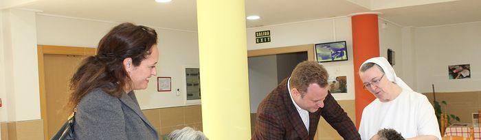 Vicente Casañ durante su visita al Cotolengo.