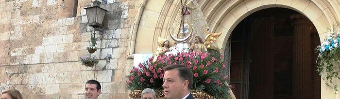 Procesión y ofrenda en honor a la patrona de la ciudad, organizada por la Real Asociación de Nuestra Señora Santísima de Los Llanos.