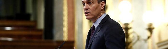 El presidente del Gobierno, Pedro Sánchez, durante su comparecencia este miércoles en el Congreso de los Diputados para explicar la declaración del estado de alarma y las medidas para paliar las consecuencias de la pandemia provocada por el coronavirus, en Madrid (España), a 18 de marzo de 2020. Foto: Europa Press 2020