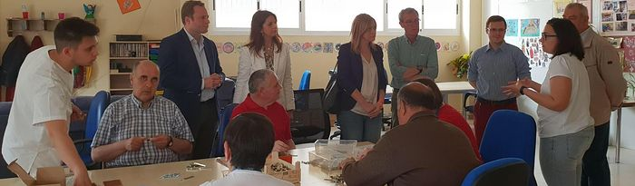 Carmen Picazo y el número uno a la alcaldía a Albacete, Vicente Casañ, han visitado el Centro San Ginés de Asprona.