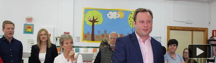 Vicente Casañ ejerce su derecho al voto. 26M.