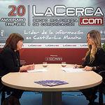 Cristina Narbona, exministra de Medio Ambiente y militante del PSOE, junto a la periodista Miriam Martínez