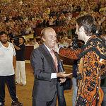 Samuel Flores cosechó la pasada Feria de Albacete un triunfo apoteósico. En la imagen, saludando al torero Antón Cortés.