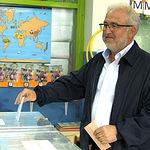 Hernando Martínez, candidato de UPyD a la alcaldía de Albacete, ejerciendo su derecho al voto.
