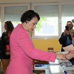 Magdalena Valerio votando. 26M.