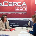 Patricia Franco, consejera de Economía, Empresas y Empleo de la JCCM, junto a la periodista Miriam Martínez.