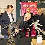 III Premio de escultura 'Julio Pascual' de la Fundación Soliss, dedicado a Andrés Iniesta.