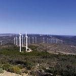 Parque eólico en la Sierra de la Oliva o Santa Bárbara, situado a 1.150 metros de altitud.