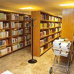 La UNED pone a disposición de sus alumnos una gran bliblioteca para facilitar sus estudios.