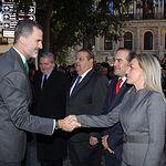 Su Majestad el Rey recibe el saludo de la alcaldesa de Toledo, Milagros Tolón