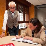 Patricia Franco, consejera de Economía, Empresas y Empleo de la JCCM, junto a Manuel Lozano, director del Grupo Multimedia de Comunicación La Cerca.