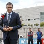 Sánchez entrega la Gran Cruz del Mérito Deportivo a Iniesta (1) - Pool Moncloa jM.Cuadrado