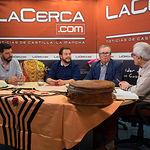 """Javier de Esperanza, Torero de Plata; Óscar Colmenar Cantos, nieto de Juan Cantos """"Pimpi de Albacete""""; Juan Cantos """"Pimpi de Albacete""""; y Manuel Lozano, director del Grupo Multimedia de Comunicación La Cerca."""