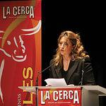 Isabel Flores, hija de Samuel Flores, durante un momento de su discurso en el Teatro Circo.
