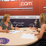 Soledad Velasco, candidata número dos al Congreso de los Diputados por el PSOE en Albacete, junto a la periodista Miriam Martínez.
