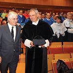 Ernesto Martínez Ataz (d), rector de la UCLM, junto al presidente Barreda (i), durante un acto institucional.