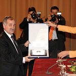 Los Duques de Lugo entregan a Domingo Díaz de Mera, presidente del Club, la Placa de Plata al Mérito Deportivo 2007.