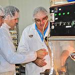 Núñez visita la empresa Miguelitos Ruiz de la Roda (Albacete)