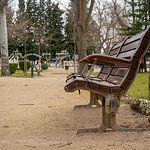 Banco en el parque La Fiesta del Árbol en Albacete
