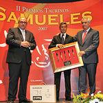 """Miguel Nieto recibió el premio """"A quien favorezca la fiesta de los toros"""" en representación de Radio Televisión CLM."""