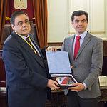 Ramón Varón Castellanos, 'Hijo Adoptivo' de la ciudad de Albacete, junto al alcalde Javier Cuenca.