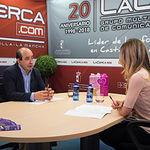 Julián Garre, director comercial de Aquadeus, junto a la periodista Miriam Martínez