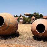 Con más de cuatro siglos de antigüedad, la artesanía de las tinajas de barro sigue vigente en Villarrobledo.