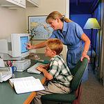 La tecnología ADSL permite acceder a la banda ancha a través de la red telefónica convencional.