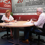 Carmen Juste, secretaria general de CCOO Albacete, junto a Manuel Lozano, director del Grupo Multimedia de Comunicación La Cerca