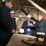 El vicepresidente de Castilla-La Mancha visita las obras de rehabilitación del alfar de Pedro Mercedes.