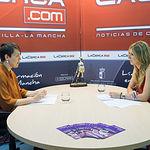 María Teresa Arévalo, candidata de Unidos Podemos al Congreso por Albacete, junto a la periodista Miriam Martínez.