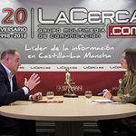Emilio Sáez, candidato del PSOE a la alcaldía de Albacete, junto a la periodista Carmen García