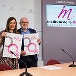 Mercedes Márquez, directora provincial del Instituto de la Mujer en Albacete, junto al delegado provincial de la JCCM en Albacete, Pedro Antonio Ruiz