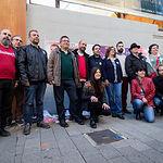 Los candidatos de Unidas Podemos por Albacete, arropados por militantes y simpatizantes, durante la tradicional Pegada de Carteles de las Elecciones Generales del 28A