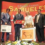 """Javier Esperanza recibió el Premio Samueles """"A la mejor faena realizada por un subalterno""""."""