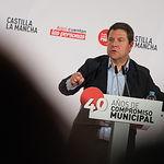 Emiliano García-Page durante el acto público de homenaje a los alcaldes, alcaldesas y concejales socialistas en conmemoración de 40 años de ayuntamientos democráticos.