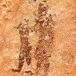 Imagen de mujer con niño de la mano, todo un símbolo del Arte Levantino.