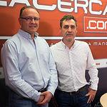 Gerardo Gutiérrez y Francho Tierraseca, miembro de la plataforma 'Somos Socialistas' en apoyo a Pedro Sánchez de cara a las primarias a la Secretaría General del PSOE