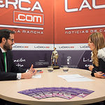 Antonio Hugo Ramírez, subdirector general de Banca de Empresas de Castilla-La Mancha Este, junto a la periodista Miriam Martínez.