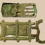 Broches de cinturón de la Loma Eugenia y del Tolmo de Minateda, situados en el Museo Comarcal de Hellín.